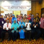 All participants take photo with the resource persons.