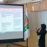 Group representative presented the revised draft of classroom language content. (24-26 October 2017, SEAMEO BIOTROP, Bogor, Indonesia)