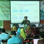 Dr Bambang Indriyanto, the Centre Director,  is delivering his material on concepts and characteristics of Classroom Action Research in Training on Research Methodology for Language (6-12 November 2017, LPMP D I Yogyakarta).