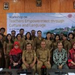 A Photo session of the Head of Education Office of Samosir, resource persons, and participants of the workshop on the opening ceremony